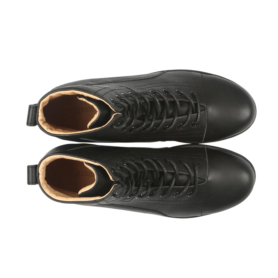Gram 425g black leather black outsole