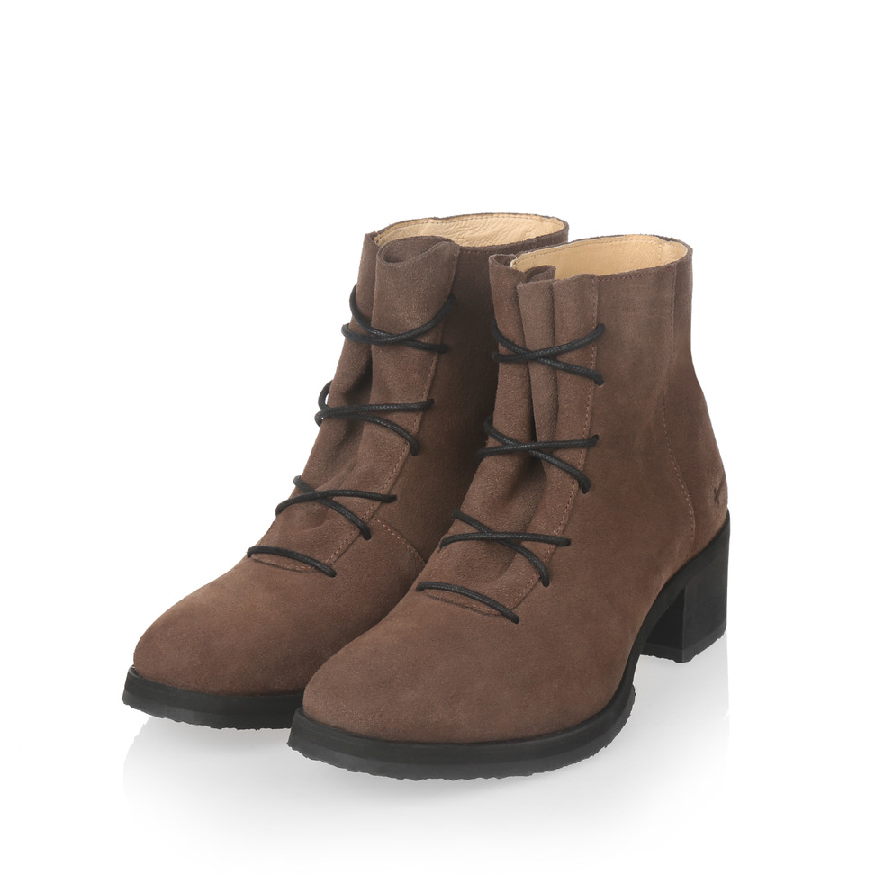Gram yatfai boot walnut suede
